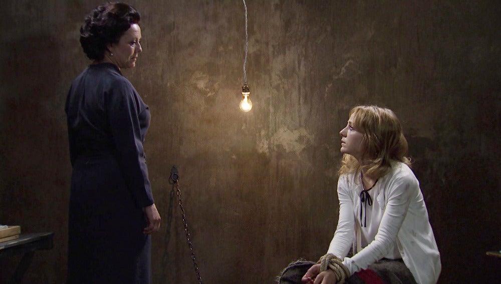 Valeria habla con Filomena