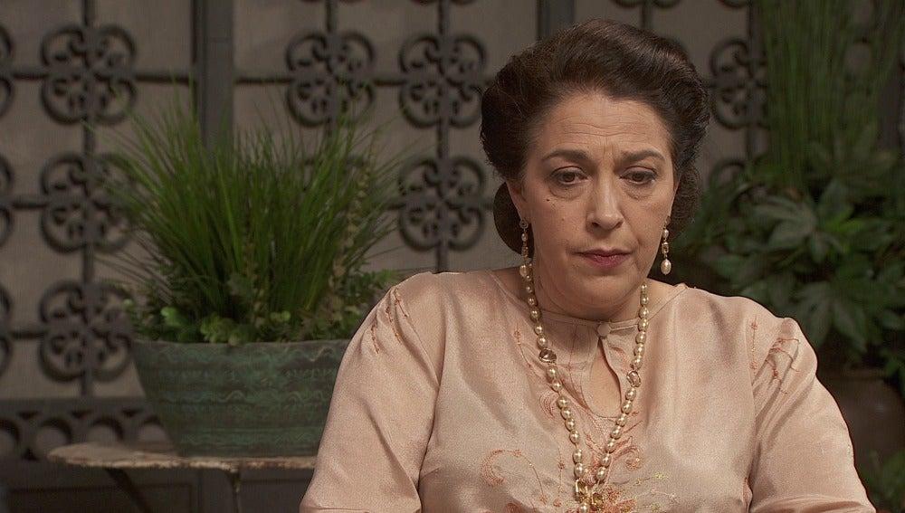 Francisca le cuenta a Bernarda que Bosco es su nieto