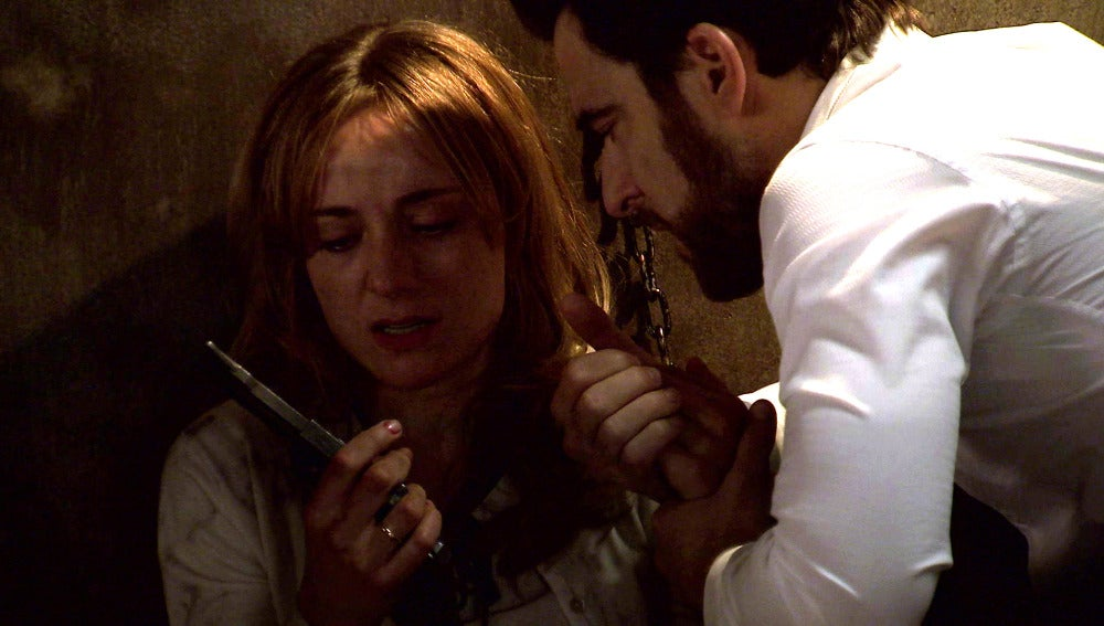 Diego rescata a Valeria del zulo