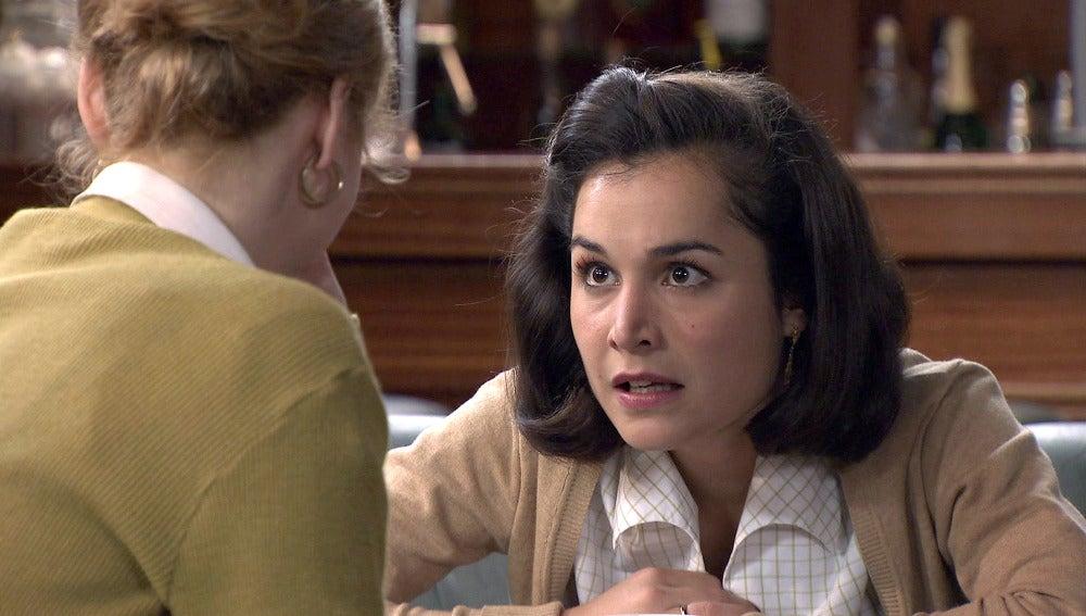 Katherine le confiesa a Asun su atracción hacia Isidro