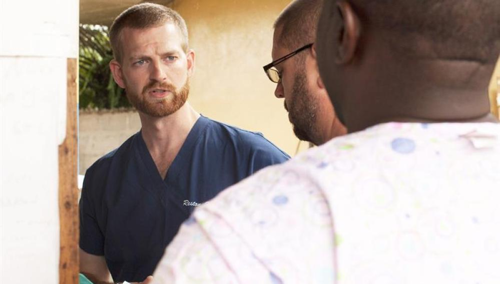 El doctor Kent Brantly trabajaba en una clínica de Foya, Liberia, tratando a pacientes con ébola