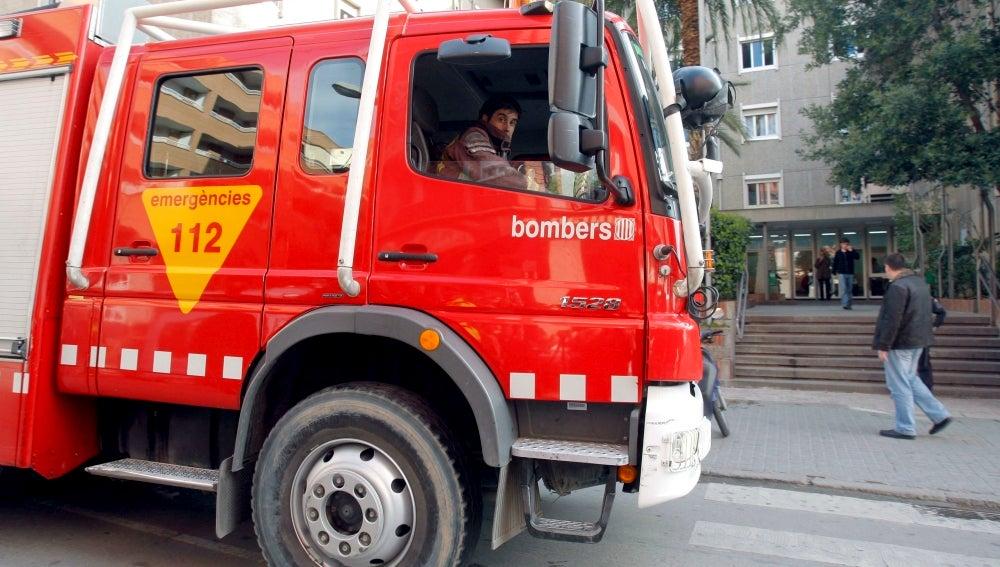 Un coche de bomberos en un suceso.