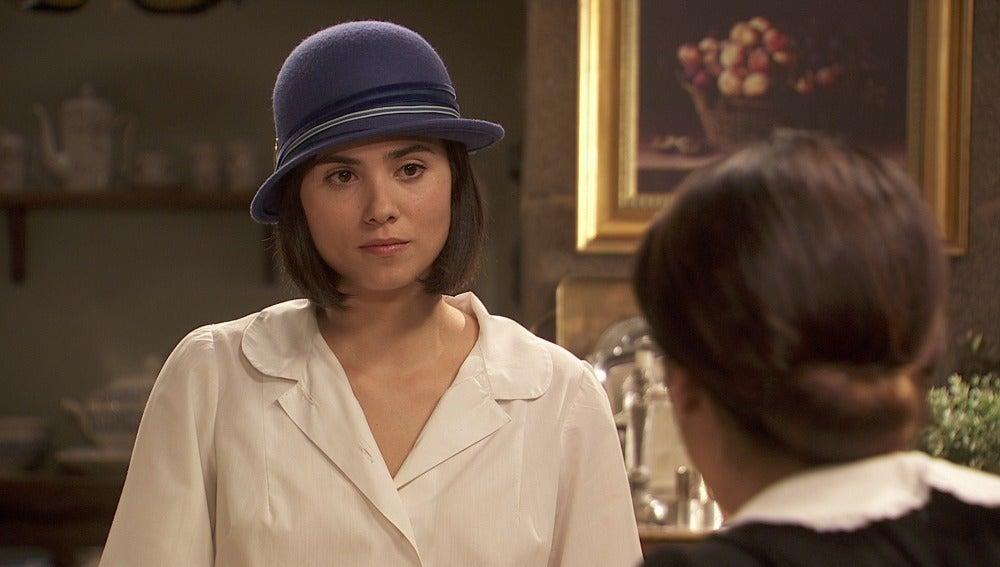 María intenta convencer a Inés de que abandone La Casone