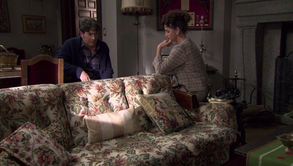 Elena le cuenta a Diego la denuncia de Pilar