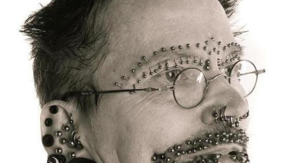 Imagen de Rolf Buchholz, el hombre con más piercings del mundo