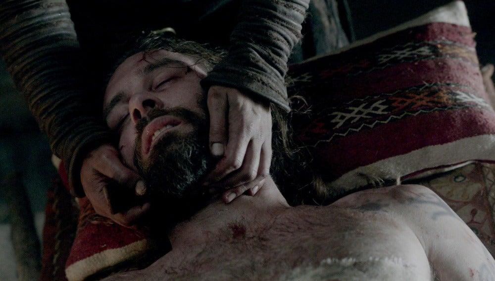 Rollo muere en brazos de Ragnar