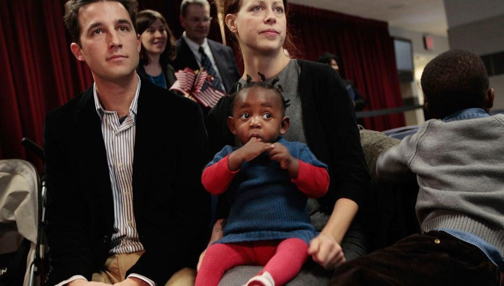 Los largos y costosos trámites están dificultando las adopciones internacionales