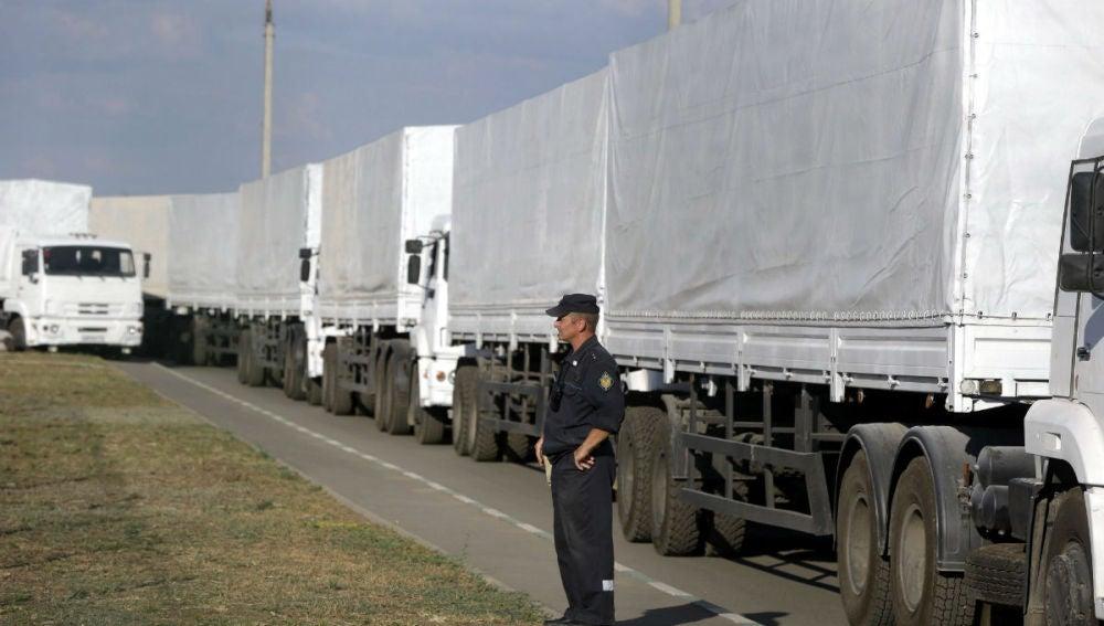 Camiones rusos de ayuda humanitaria entra a Ucrania sin el consentimiento de Kiev