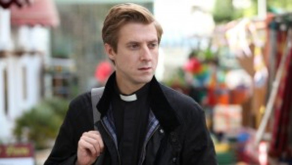 Arthur Darvill es Reverendo Paul Coates