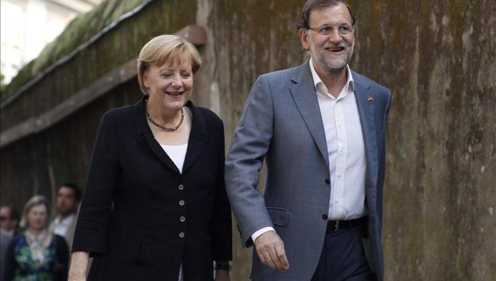 Merkel y Rajoy se dirigen a una cena privada en Santiago.