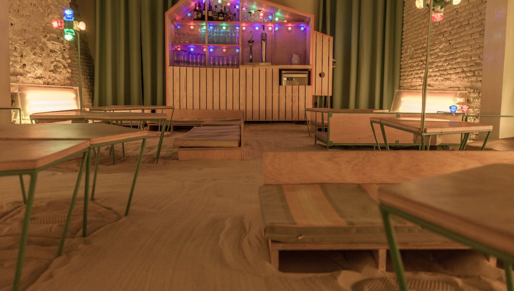 En el suelo de Ojalá también hay arena.