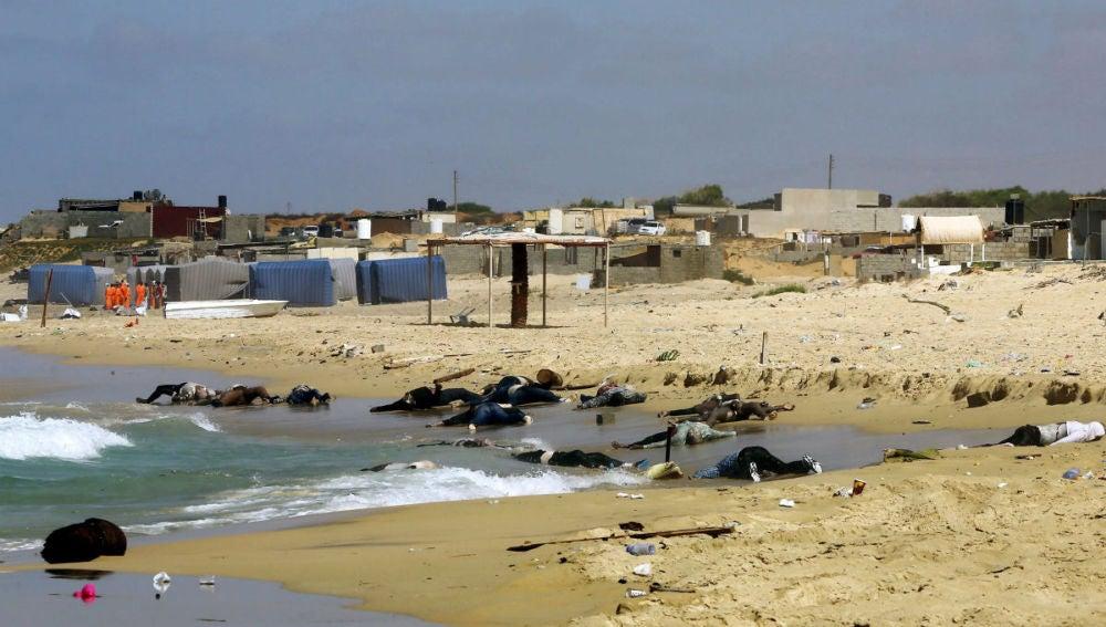 Cientos de cadáveres de inmigrantes frente a las costas de Trípoli
