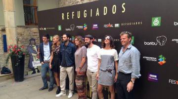 El elenco de 'Refugiados' en el FesTVal de Vitoria
