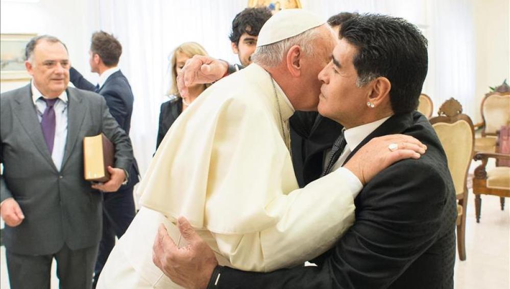 El papa y Maradona