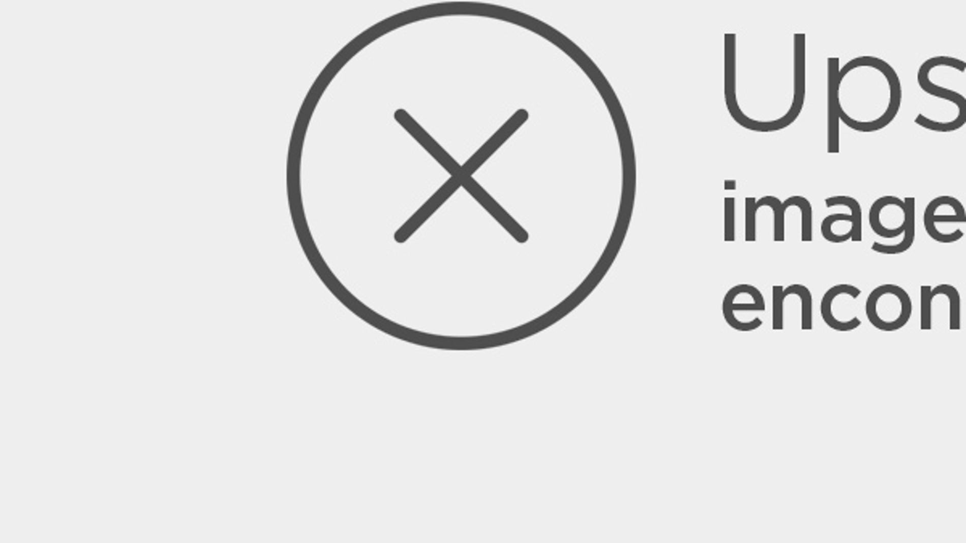 Emma Watson con unos labios naranjas efecto mate