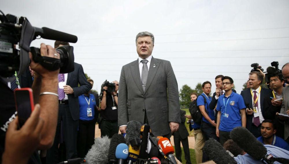 Petró Poroshenko llega a la zona de conflicto de Donetsk