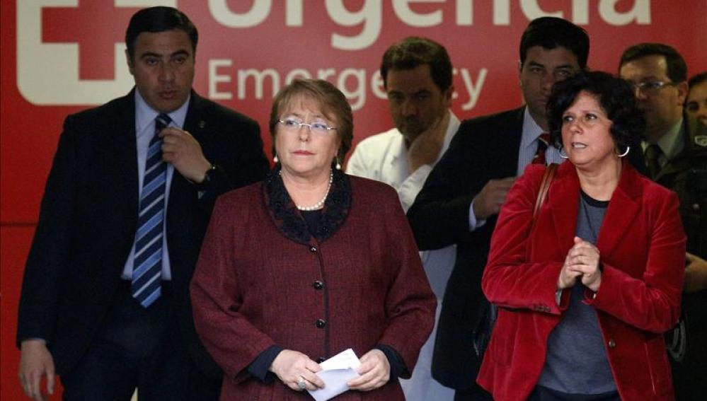 Bachelet, saliendo del hospital tras visitar a los heridos