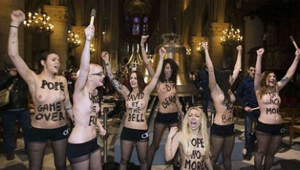 Nueve militantes de Femen irrumpieron en la catedral de Notre-Dame