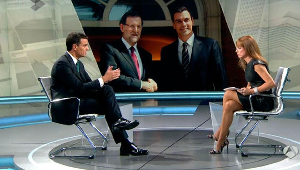 Pedro Sánchez y Gloria Lomana, durante la entrevista