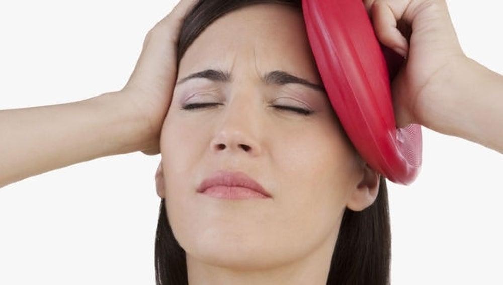 La falta de diagnóstico y la automedicación pueden cronificar la migraña.