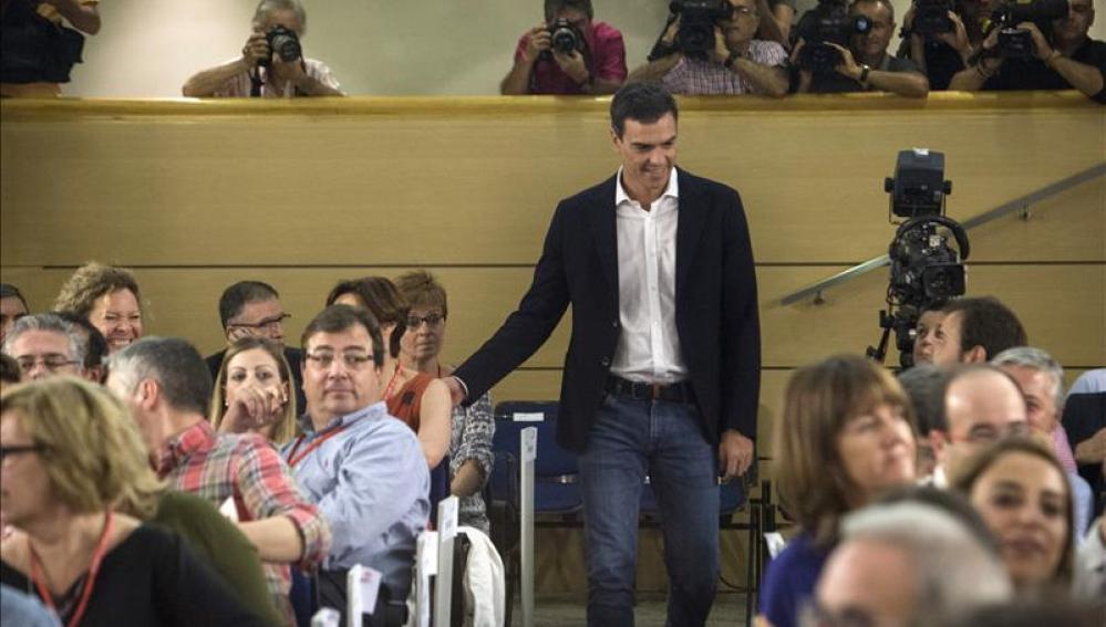 El secretario general del PSOE, Pedro Sánchez (c), a su llegada al Comité Federal del PSOE