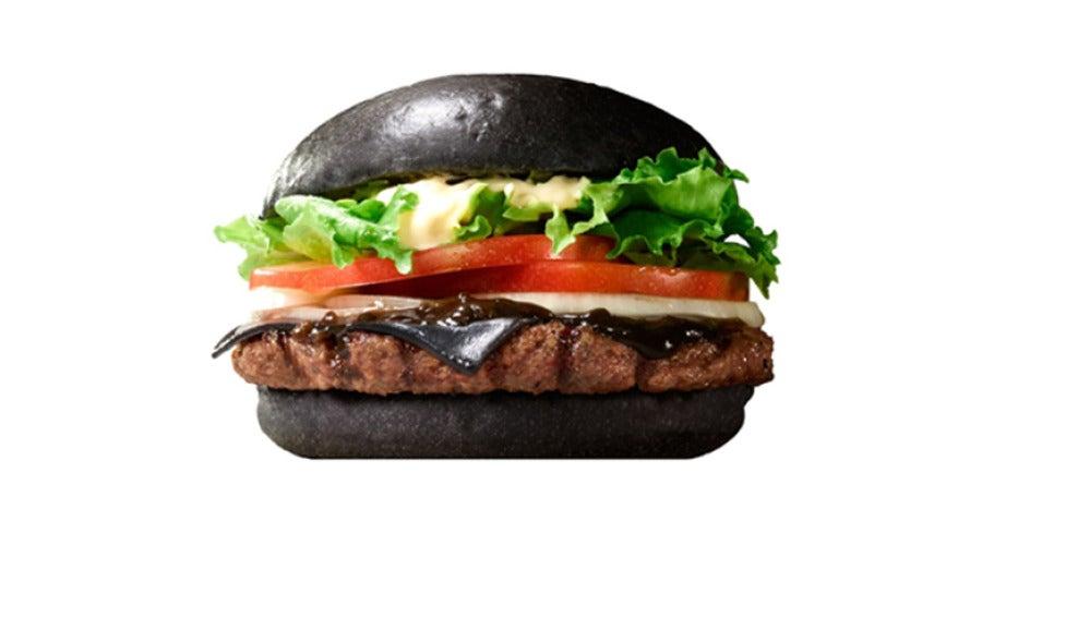 La hamburguesa negra de Burger King. Con su pinta loca.