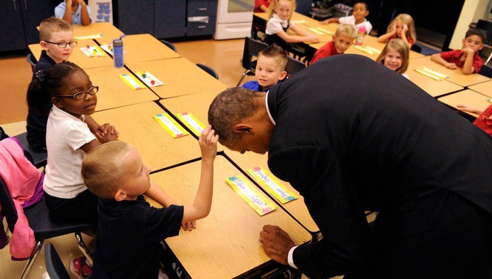 Barack Obama saludó a los niños de un colegio estadounidense