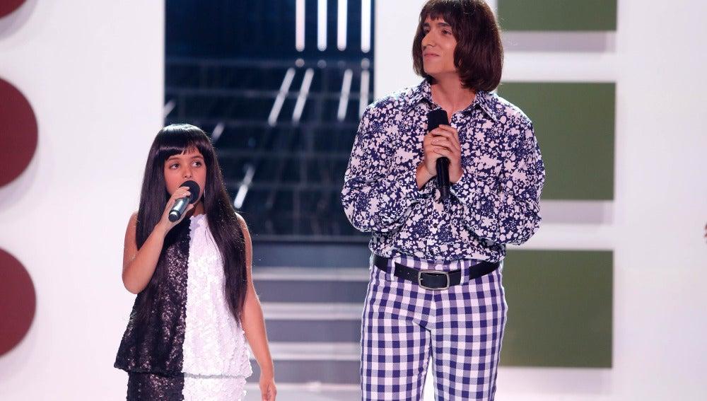 Xuso Jones y Abril imitan a Cher y Sonny en Tu cara me suena Mini