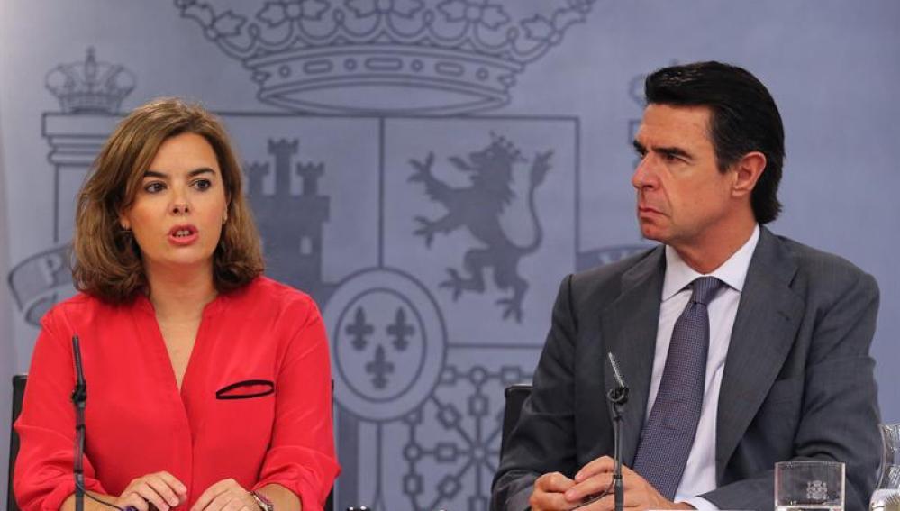 Sáenz de Santamaría con el ministro Soria