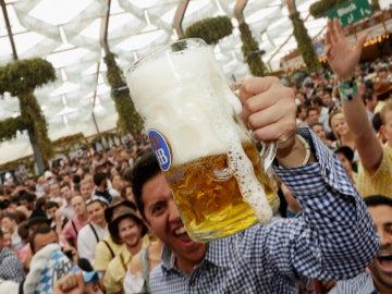 Ay, la cerveza, que no la bebemos bien