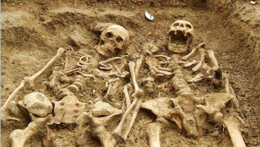 Los esqueletos cogidos de la mano encontrados en Leicester