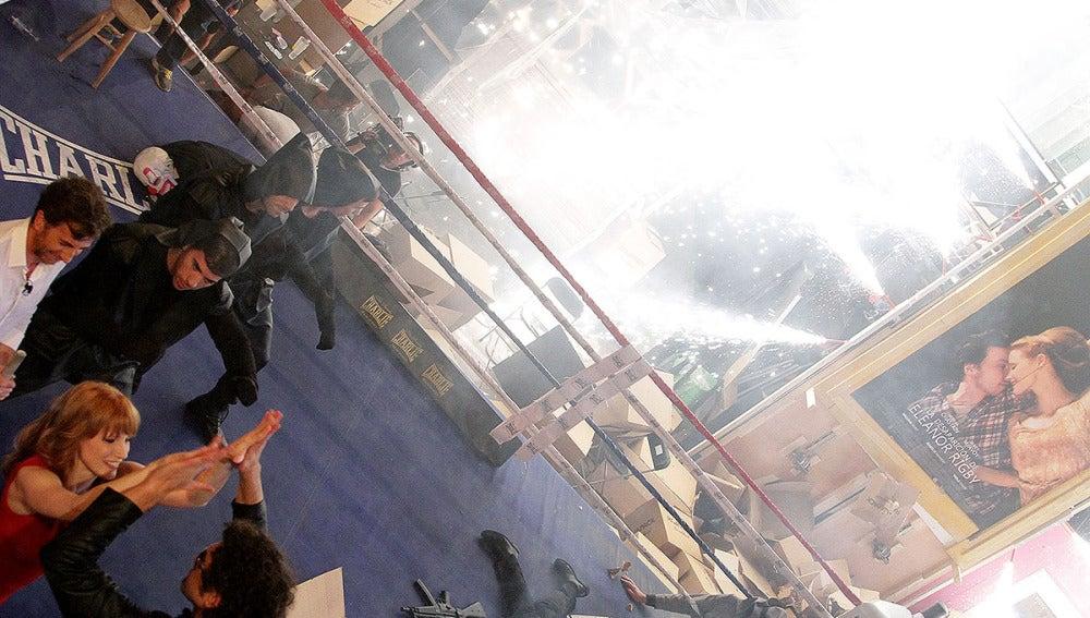 Jessica Chastain con El Hormbre de Negro en El Hormiguero 3.0