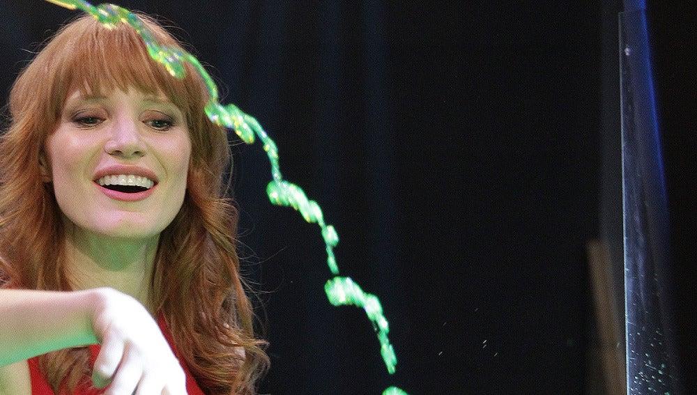 Jessica Chastain en la Ciencia con Marron en El Hormiguero 3.0