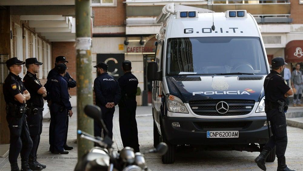La Policía registra la casa del pederasta de Ciudad Lineal
