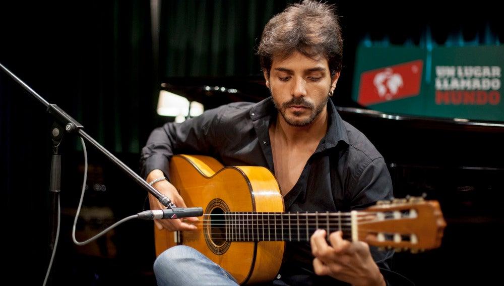 Juan Habichuela tocando la guitarra en ULLM