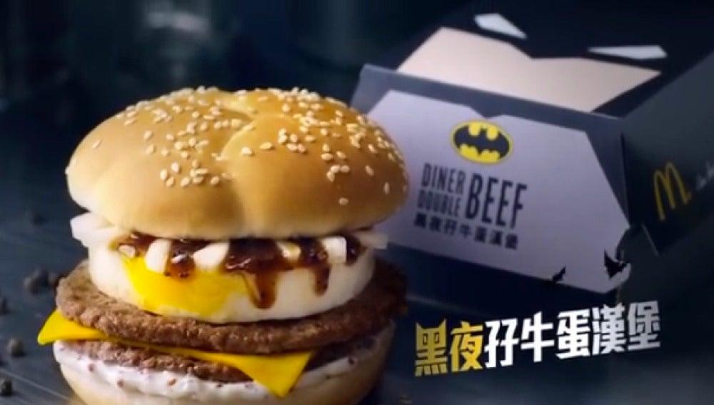 La cajita que viene con la hamburguesa de Batman mola. Mucho.