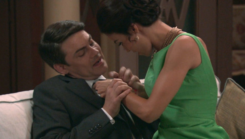 Julián rechaza a Laura
