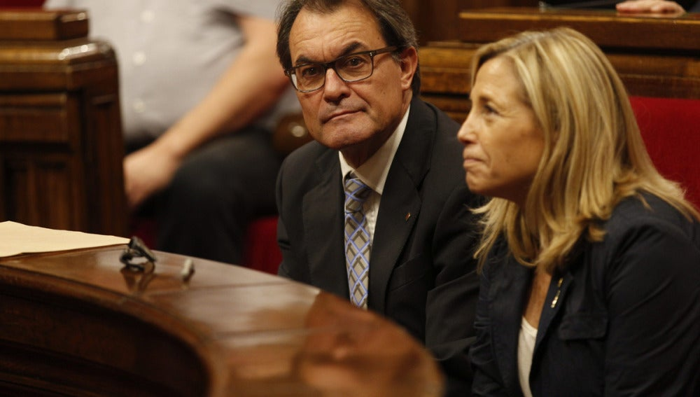 Artur Mas junto a la vicepresidenta, Joana Ortega, en el Parlament