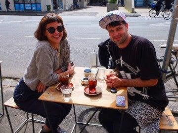 Matt Kulesza con una de sus amigas