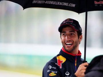 Ricciardo, sonriente pese a la lluvia
