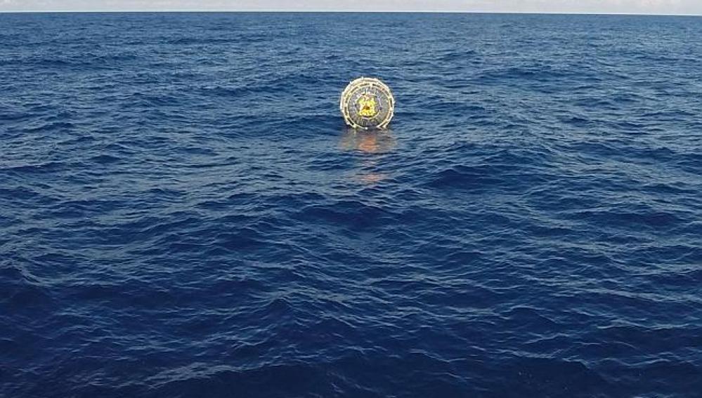 Hombre en burbuja en el Atlántico