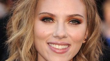 Scarlett Johansson, con melena despeinada