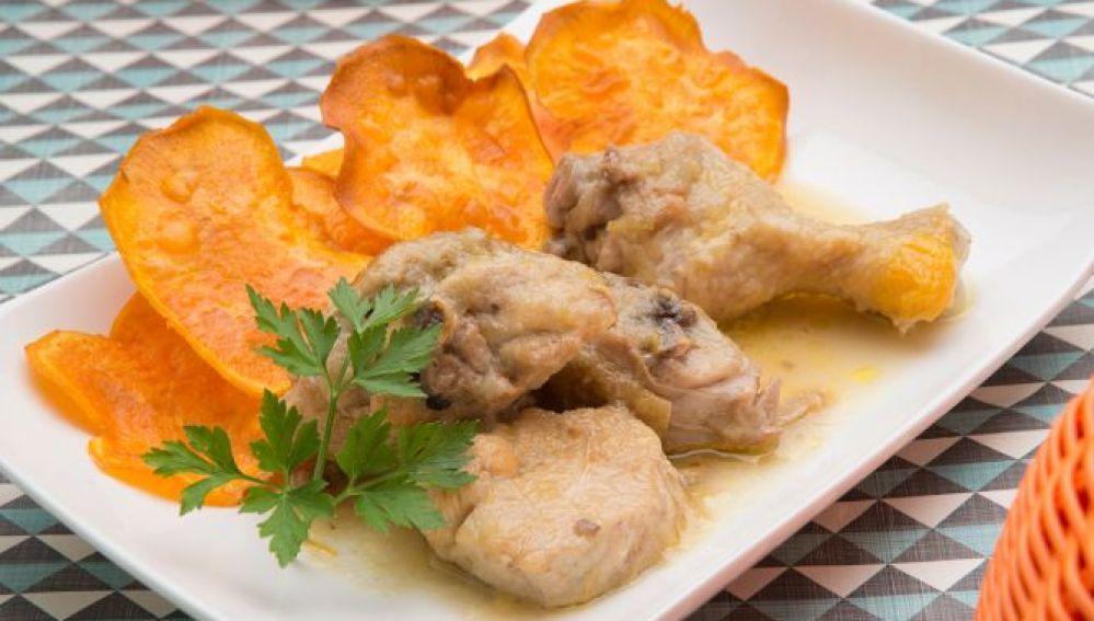 Pollo guisado con chips de boniato