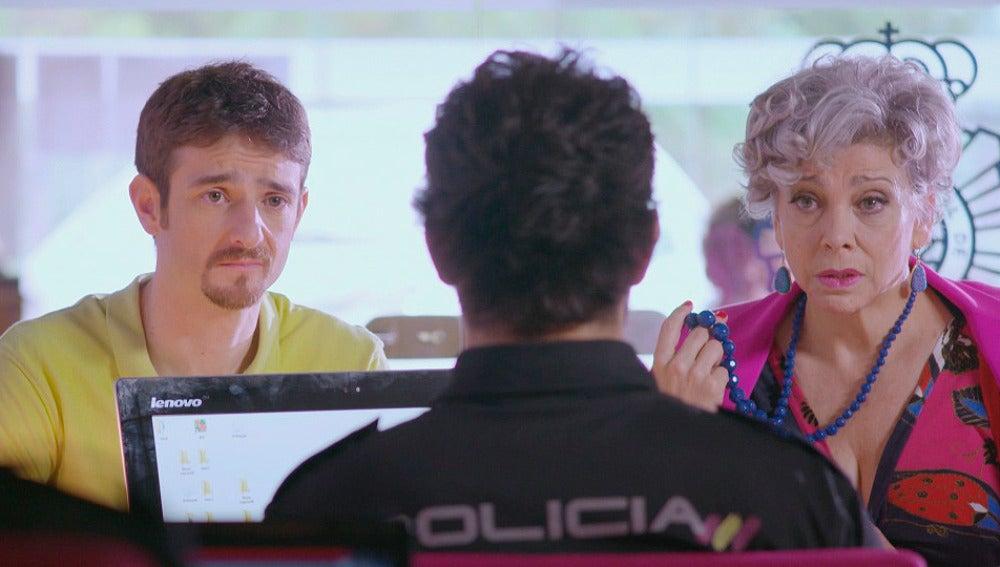 Charo y César tratan de ayudar a Manu