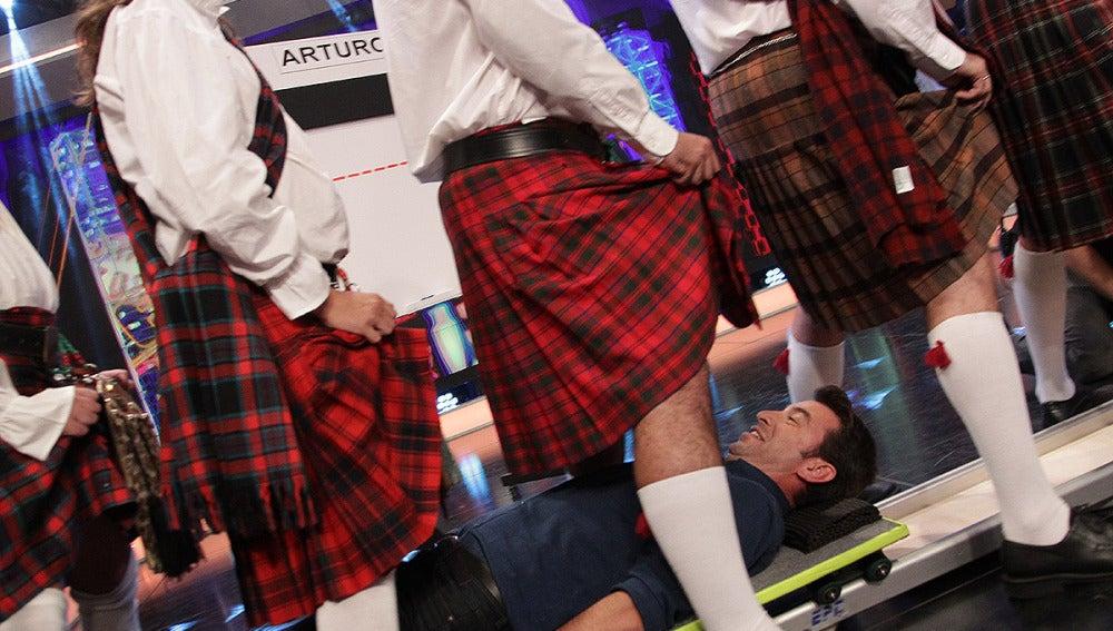 Arturo Valls bajo la falda de los escoceses