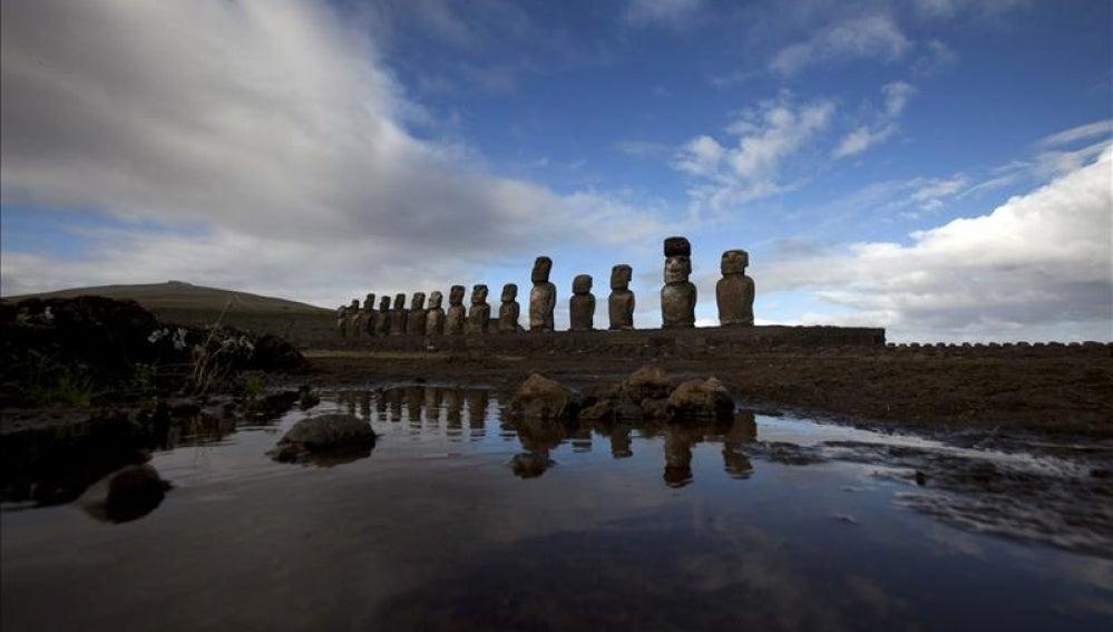 Vista de Moais del Ahu Tongariki en la Isla de Pacua (Chile).