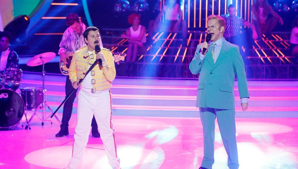 Santiago Segura y Unax imitan a Freddy Mercury y David Bowie en Tu cara me suena Mini