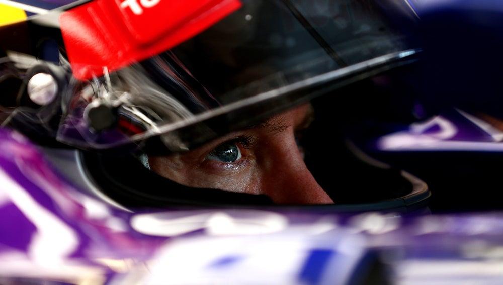 Vettel espera en el garaje