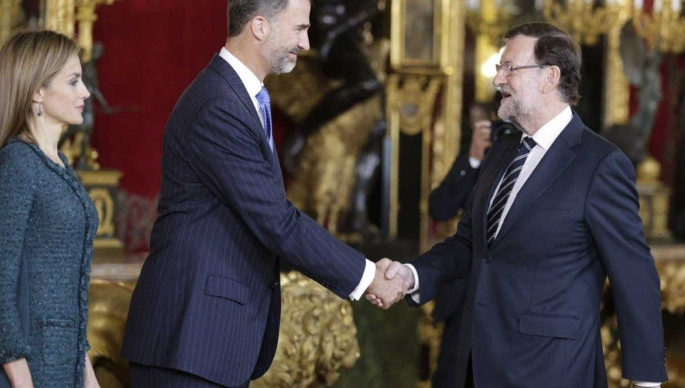 Rajoy saluda a los Reyes