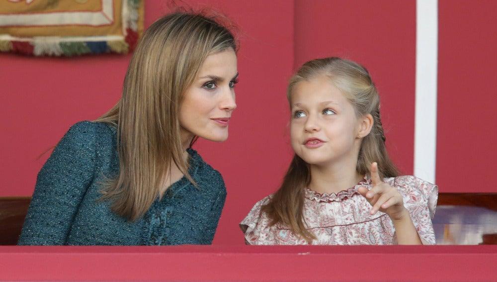 La princesa Leonor comparte confidencias con su madre